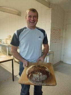 Brotbacken auf dem Brothof Weiß